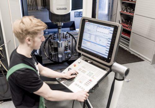 Der langjährige Lehrlingsausbildungsbetrieb Horn setzt auch bei seinen Lehrlingen auf professionelle 5 Seiten Bearbeitung in der Metallverarbeitung und Maschinenbau